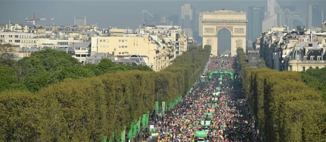 L'arrivée du marathon de Paris sur les Champs-Elysées.