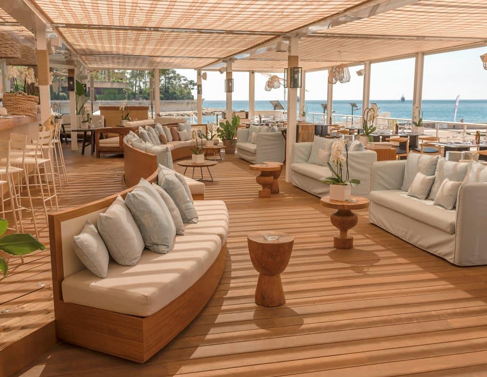 Den Tag Revue passieren lassen in der schönen Alang Bar des Hotels Le Méridien Beach Plaza in Monaco