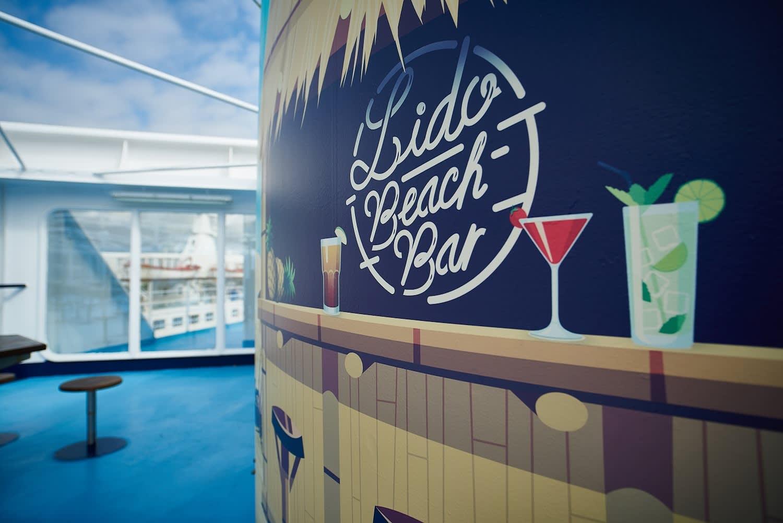 An der Beach Bar von Corsica Ferries lässt sich die Überfahrt schön genießen...