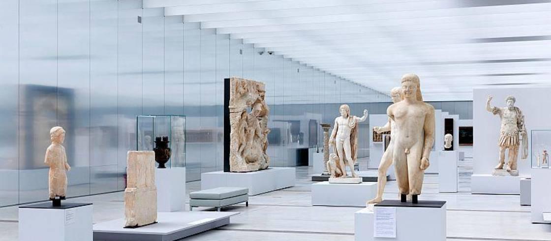 Interior del museo del Louvre-Lens