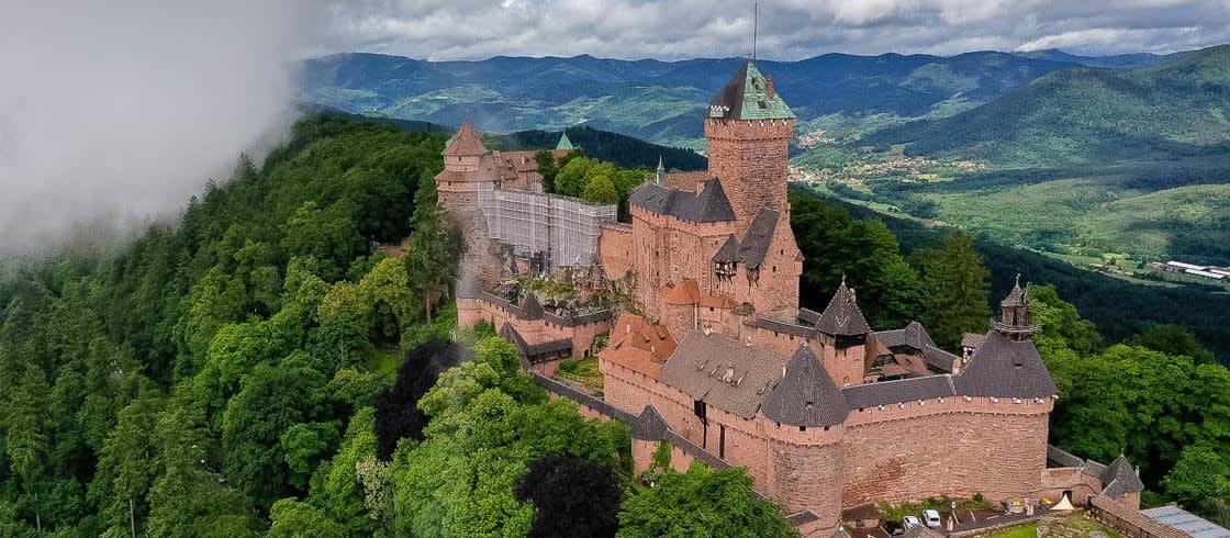 El castillo Haut-Koenigsbourg sobre la montaña