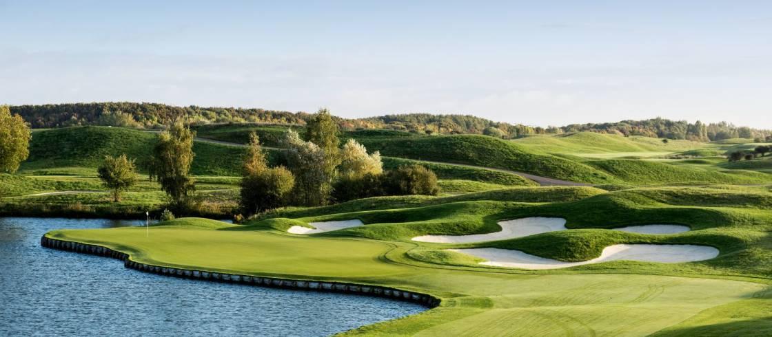 El hoyo número 2 del Golf National en el oeste de París.