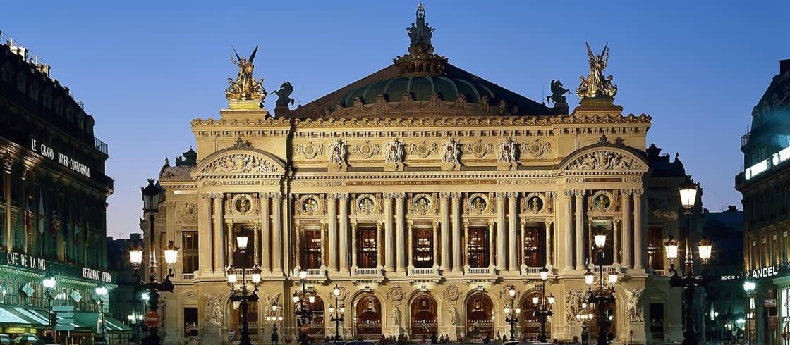 Exterior de la Ópera Garnier de noche