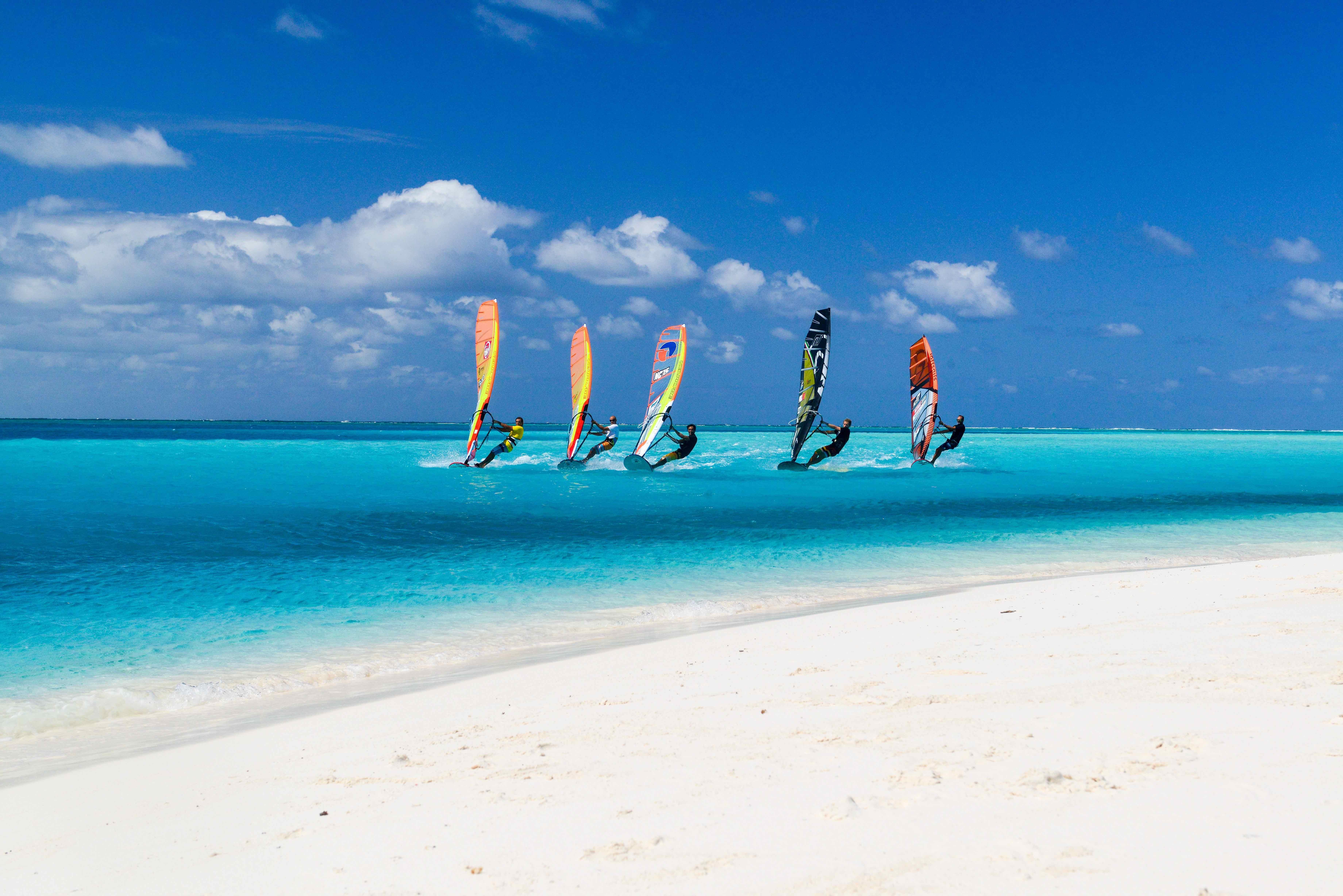 人気スポーツはウィンド・サーフィン。2年に1回ワールドカップが首都ヌメアで開催されます。