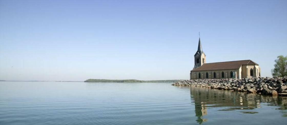 image__header__lago-del-der-en-champagne-destino-eden__eglise-de-champaubert-lac-du-derjpg