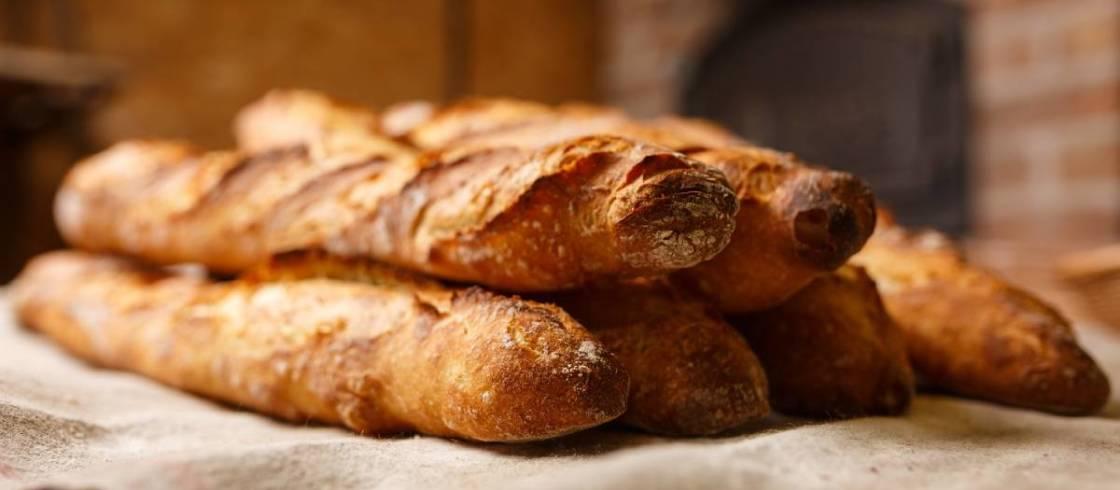 Bjud hem en fransk klassiker genom att baka din egen baguette!