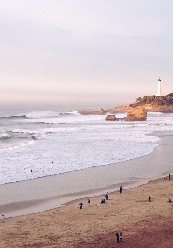 Surfer en hiver sur la c te basque mais oui c 39 est possible - Les bronzes bonsoir nous allons nous coucher ...