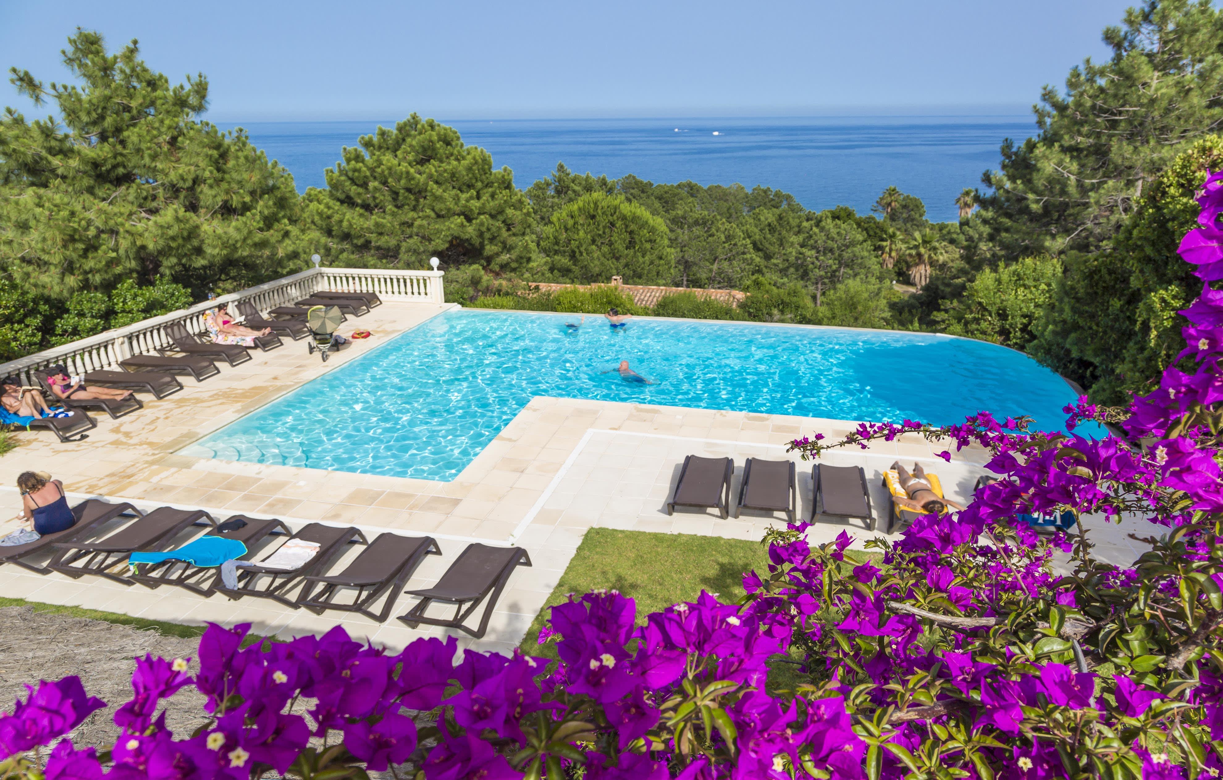 """Schöne Aussichten erwarten Sie in der Ferienresidenz """"Mare e Monte"""" in Sari-Solenzara auf Korsika"""