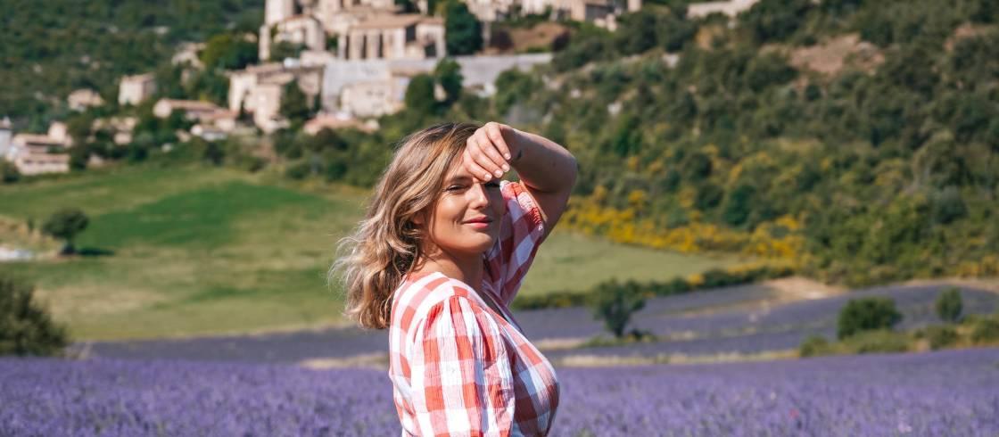 Léa Camilleri en el pueblo de Simaine-la-Rotonde, Provenza.