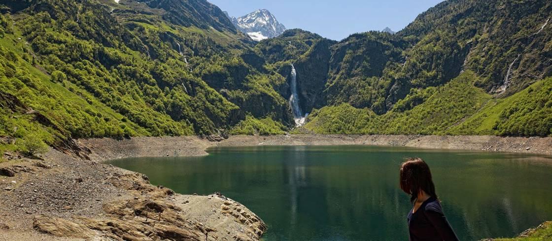 El lago de Oô, uno de los lagos de altitud más bonitos de los Pirineos centrales y sus impresionantes cascadas.