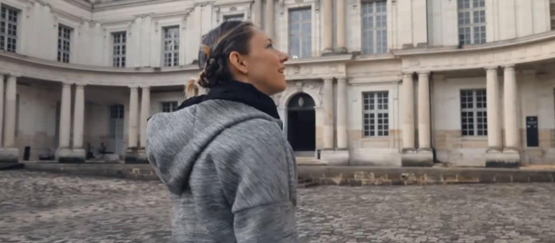 La championne paralympique d'athlétisme Marie-Amélie Le Fur, ici au château de Blois, nous fait découvrir son Val de Loire.