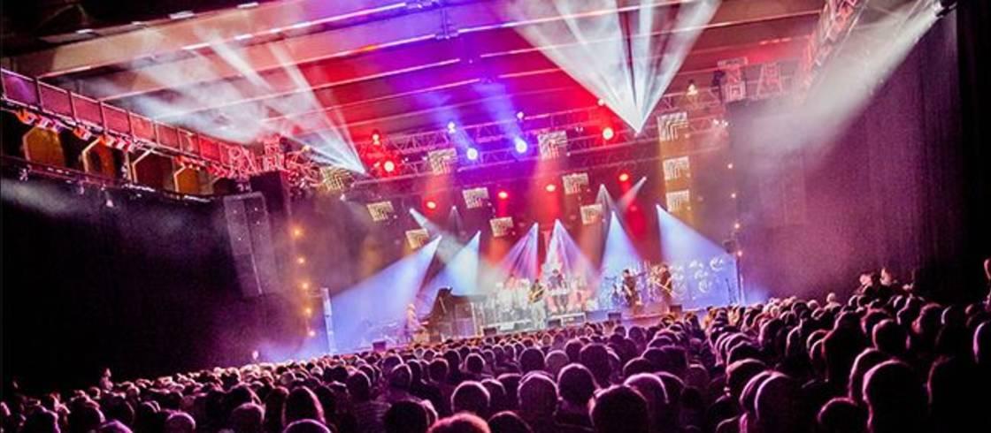 Desde la primera edición en 2016, los artistas que actúan en el Festival Internacional de Jazz de Megève han estado calentando el escenario del Palais.