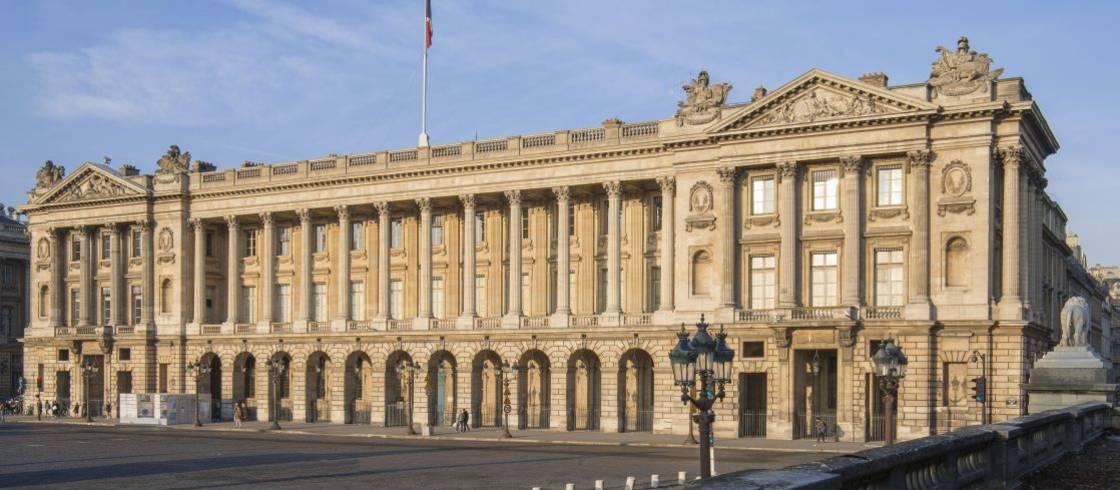 Het Hôtel de la Marine overziet het Place de la Concorde.