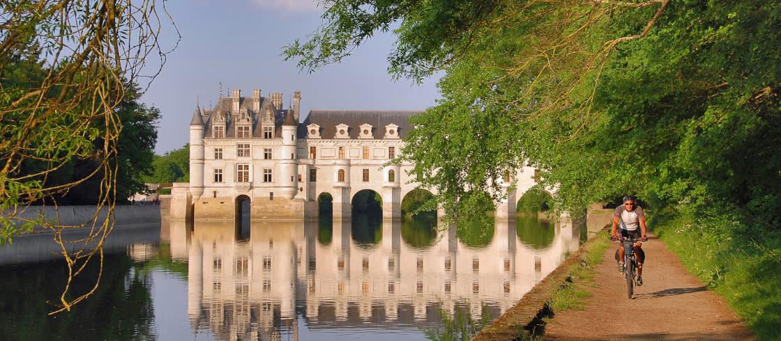 Met de fiets ontdekken we alle schatten van de Loirevallei, zoals het kasteel van Chenonceau.