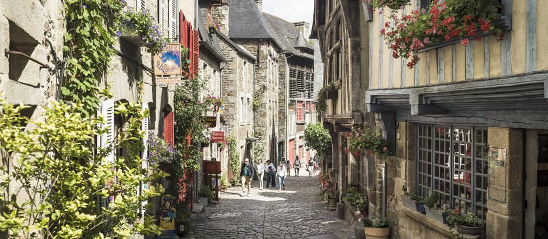 Dinan, ein sehr sehenswertes Dorf mit typisch bretonischer Architektur