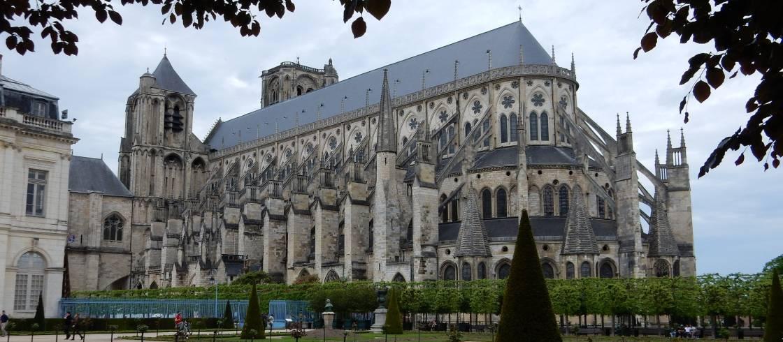 Mais comment Notre-Dame de Paris a-t-elle pu brûler ? - Page 7 Cathedral-2148364_1920
