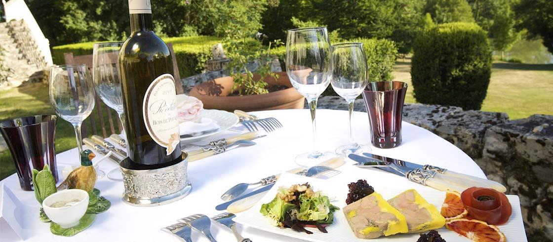 Un plato de foie en la mesa de un restaurante de Dordoña-Périgord.