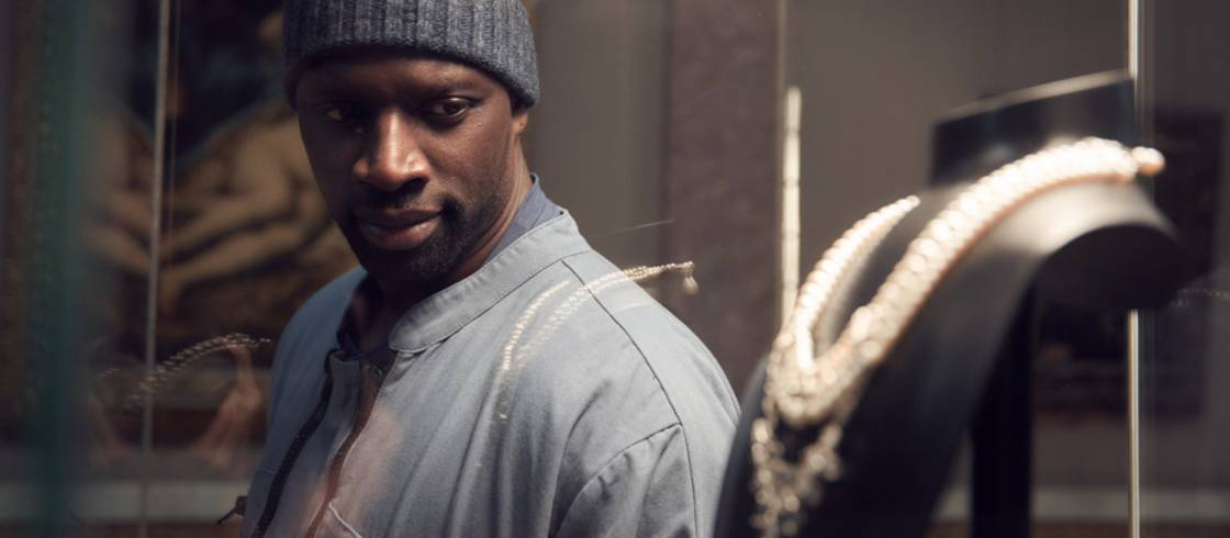 Omar Sy as Assane Diop in front of Marie Antoinette's necklace in 'Lupin'