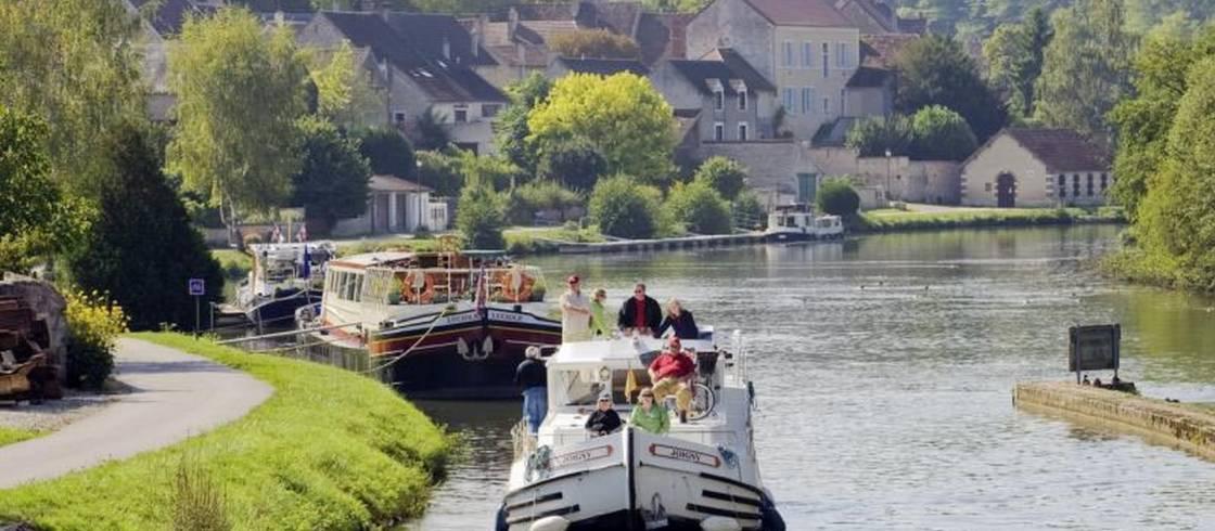 image__header__borgona-sobre-el-agua-todo-en-calma__c-alain-doire-bourgogne-tourisme-pas-de-dates-optjpg