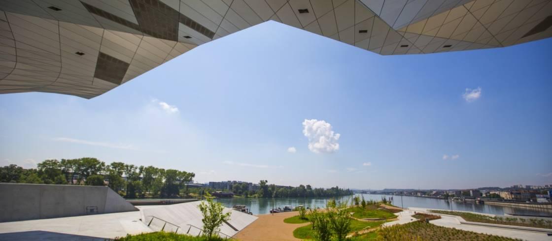 image__header__museo-de-las-confluencias-en-lyon__musee-des-confluences-jardincquentin-lafont-musee-des-confluences-5jpg