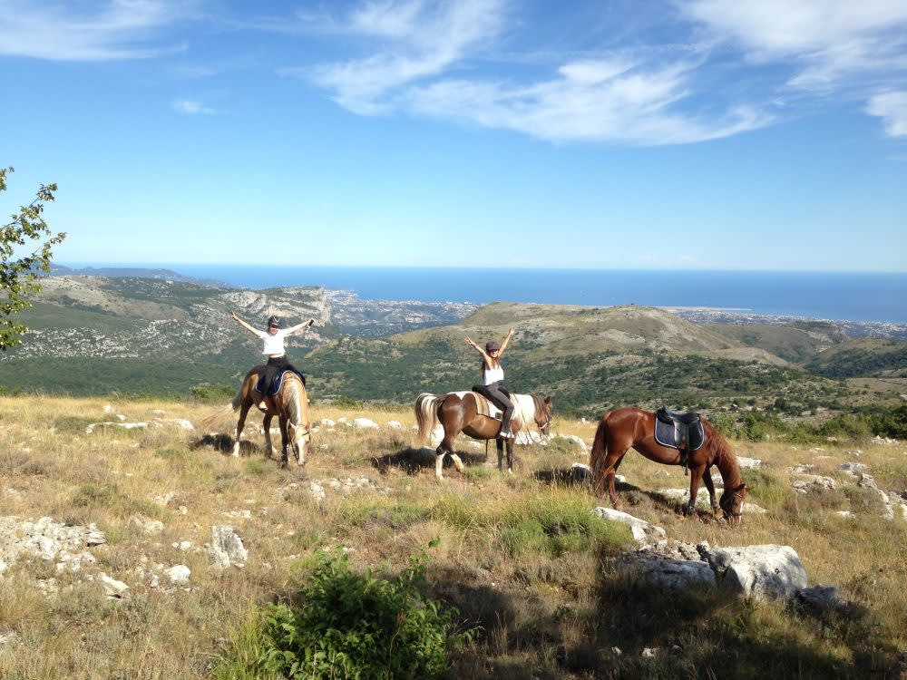 Při projížďce na koni v okolí Vence na Vás dýchne středomořská pohoda