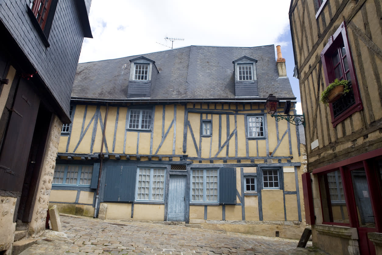 Cuisine 8 Metre Carre visit le mans, medieval french city and centre of motorsport