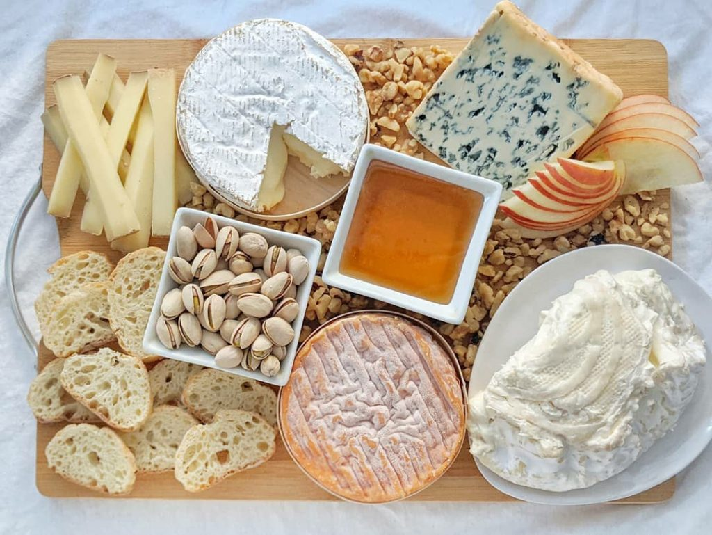 French cheese board (C)seeksatiation-1024x769