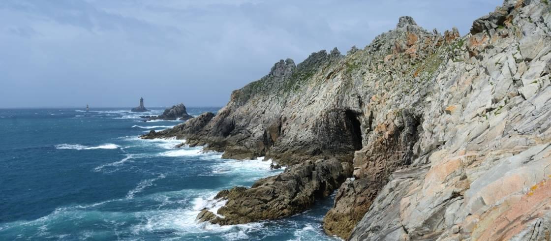 Pointe du Raz y a lo lejos, el faro de la Vieille