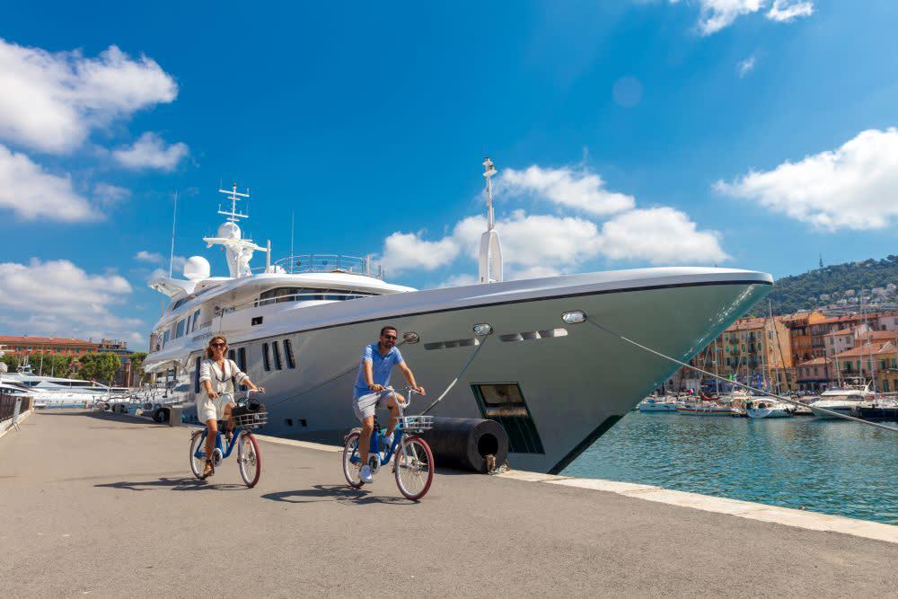 Na kole ve městě a v přístavu